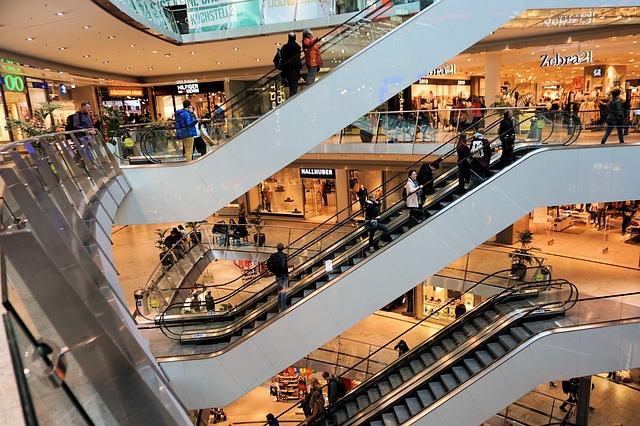 https://www.promotionmagazine.it/wp/wp-content/uploads/2017/12/shopping-centre-1003650_640.jpg