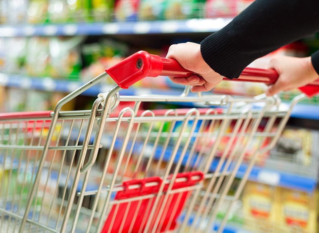 https://www.promotionmagazine.it/wp/wp-content/uploads/2018/02/grocery-cart-11-food-industry-secrets.jpg