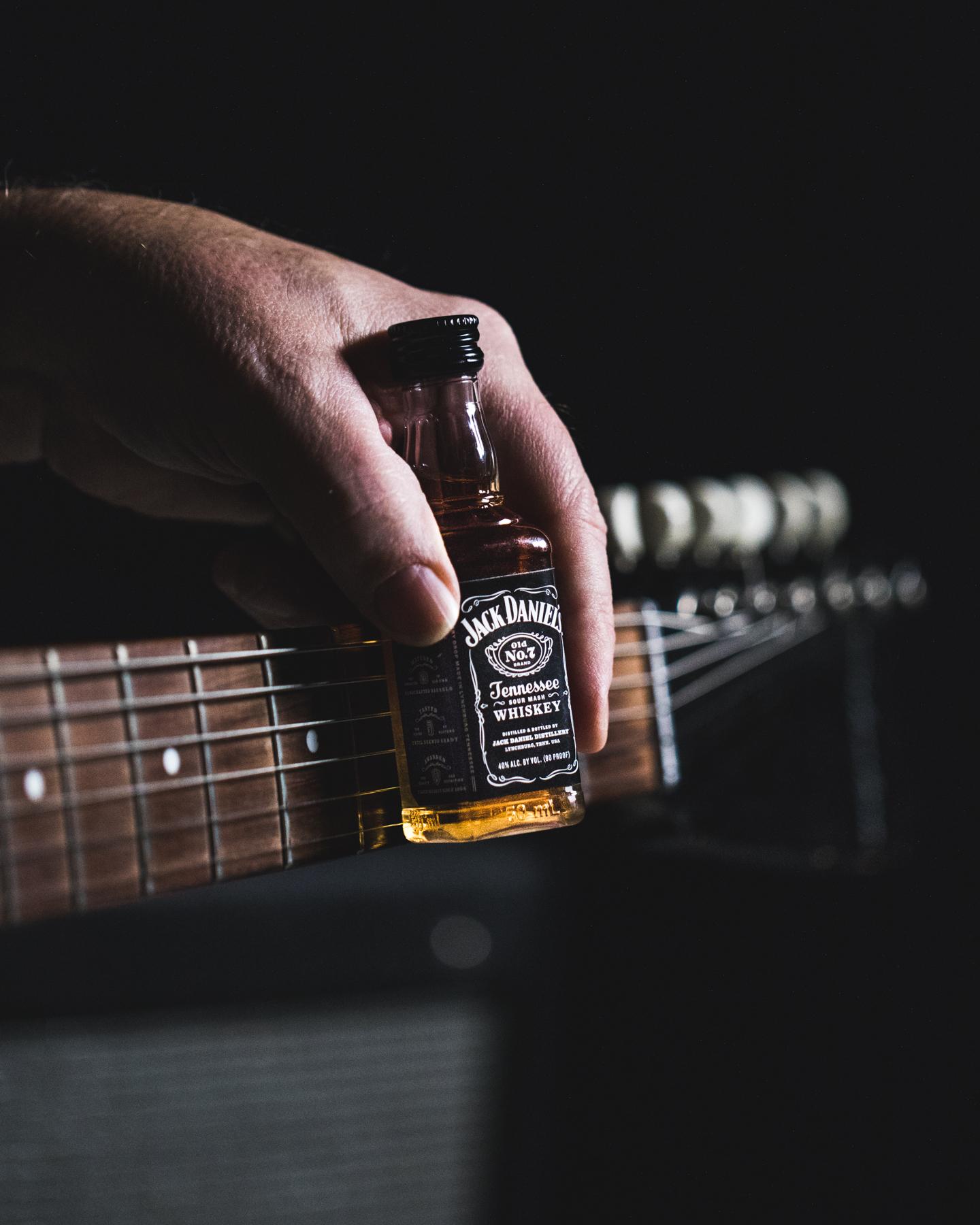 https://www.promotionmagazine.it/wp/wp-content/uploads/2020/09/Jack-Daniels-Every-Drop-Music-Guitar-Neck.jpg