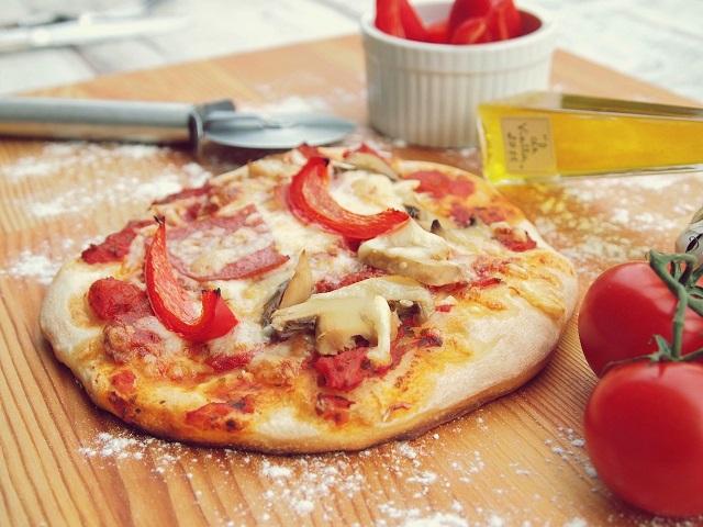 https://www.promotionmagazine.it/wp/wp-content/uploads/2021/03/pizza-1048299_1280-1.jpg